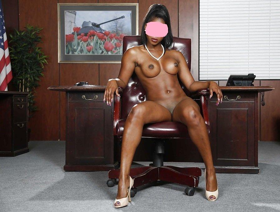 Парень отодрал в анал секретаршу был рад
